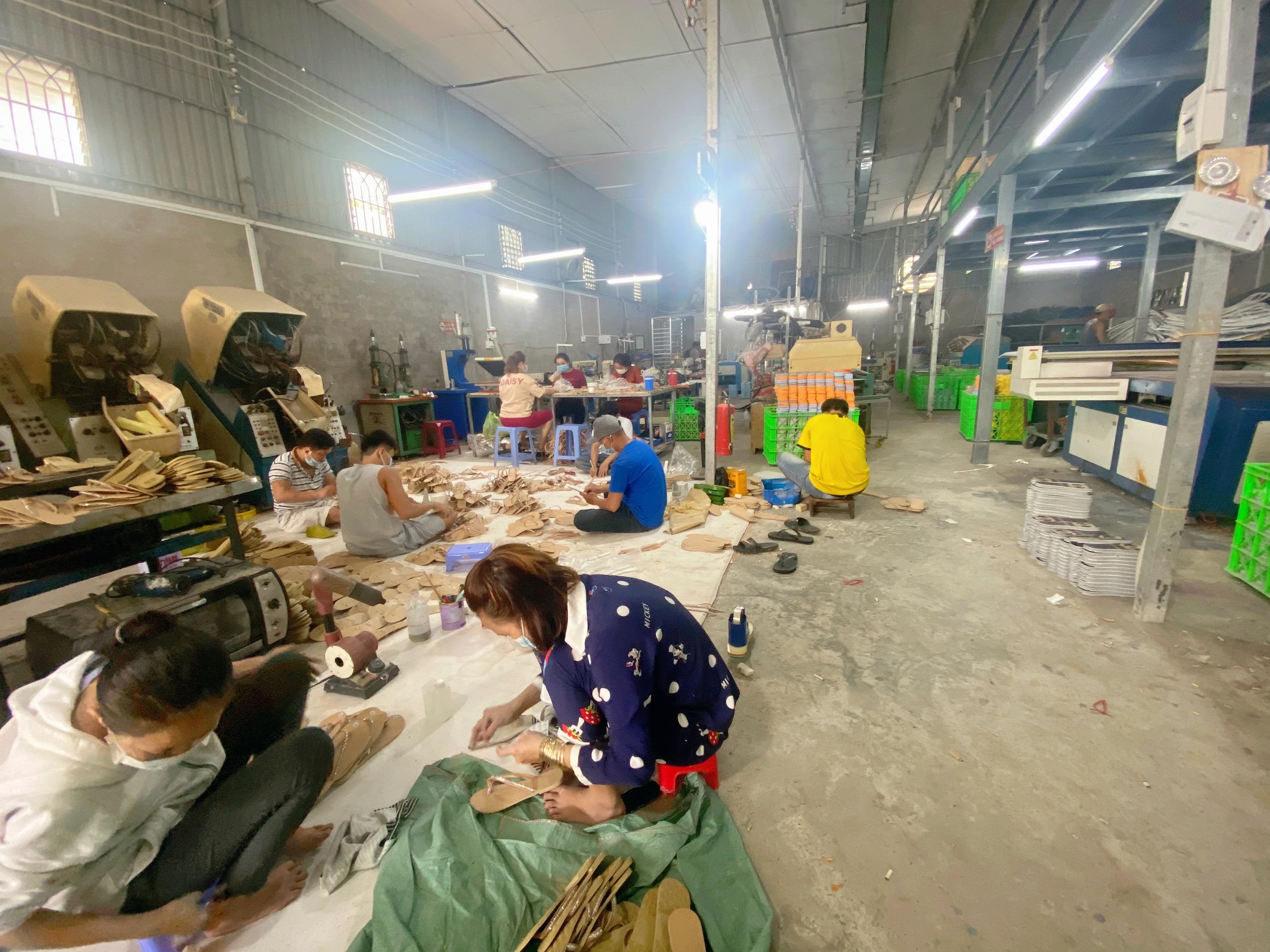 Vì sao nên chọn gia công giày dép da tại Xưởng Dép Thái Hiệp?