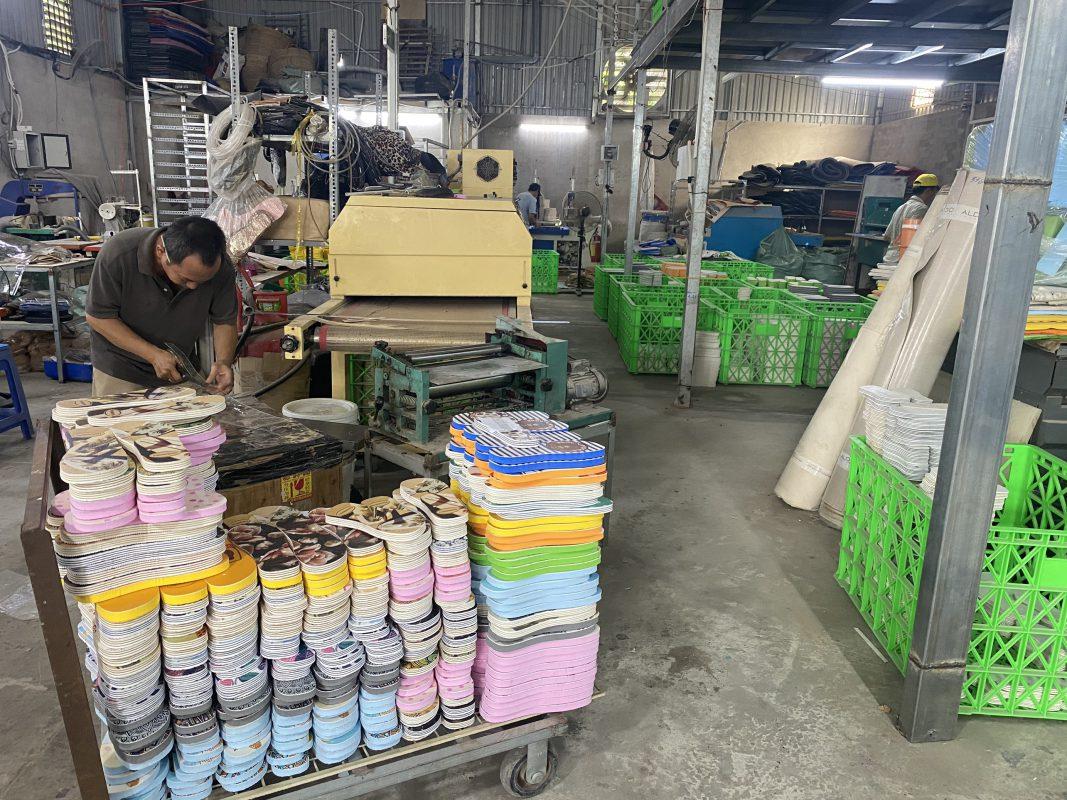 Xưởng sản xuất giày dép xốp nam nữ