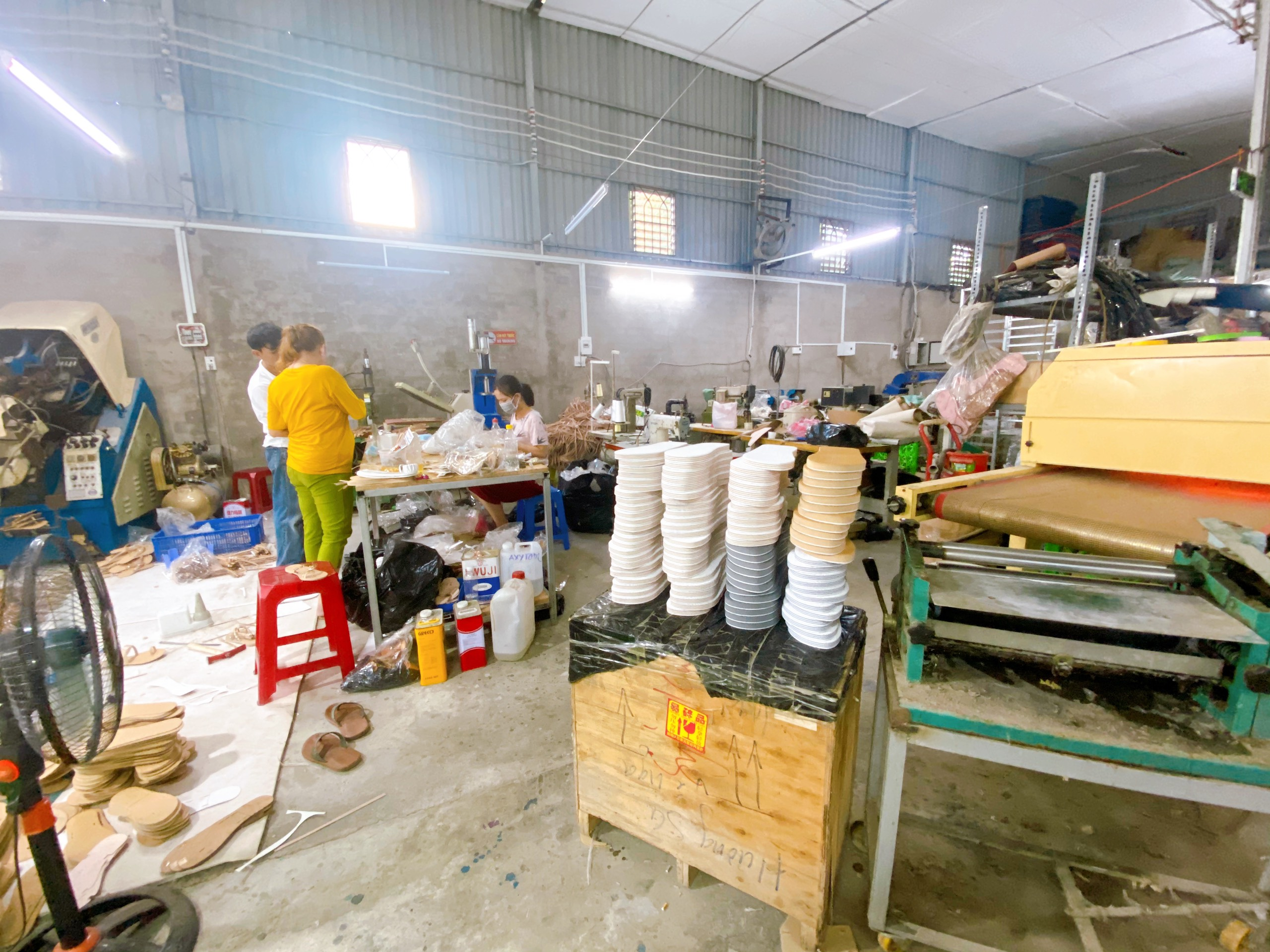 Thái Hiệp - Xưởng sản xuất giày dép xốp nam nữ uy tín, chuyên nghiệp