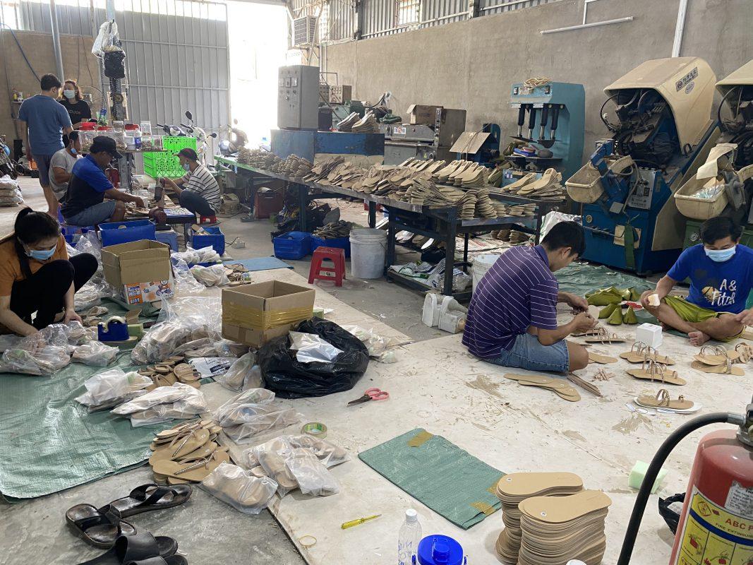Sản xuất giày dép theo yêu cầu