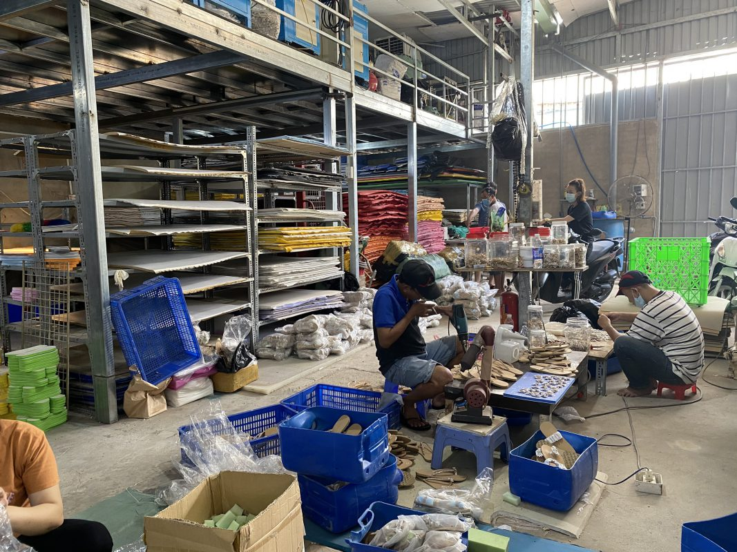 Xưởng sản xuất giày giả da TPR
